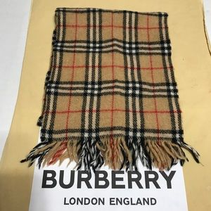 Burberry's Of London 100% Wool Scarf 🧣